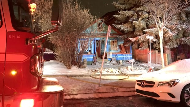 Early-morning fire in Bankview forces 7 people from 2 homes