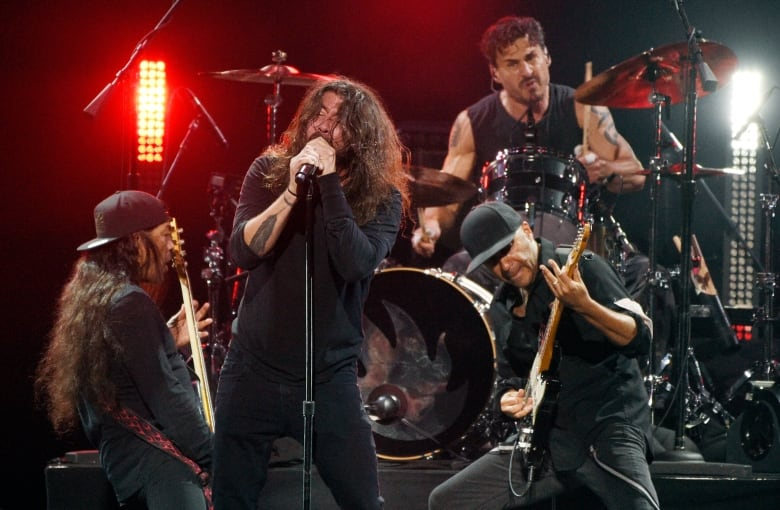 Miley Cyrus, Foo Fighters perform at Chris Cornell tribute i am the highway a tribute to chris cornell