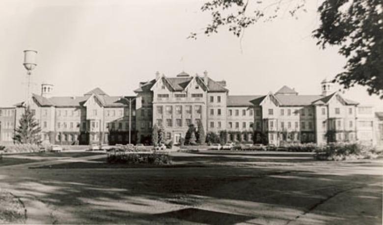 Former psychiatric hospital land sold to London developer ...