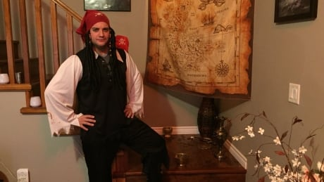 Ahoy, mateys! Man invites whole city to his house's pirate-themed escape room