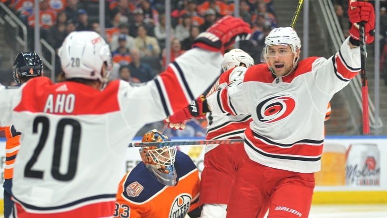 Hurricanes Overwhelm Oilers As Niederreiter Nets A Pair
