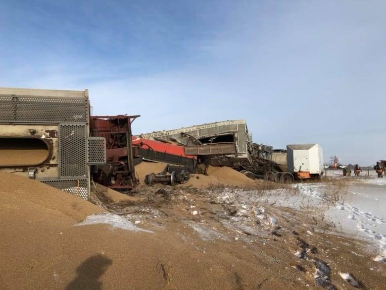 No injuries when train hauling grain derails in fiery crash