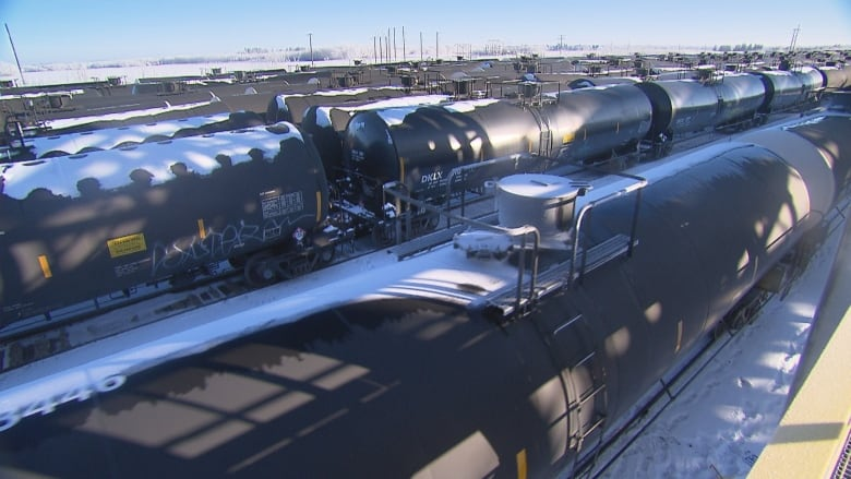 Falling oil-by-rail shipments could hurt Alberta's plan to clear backlog