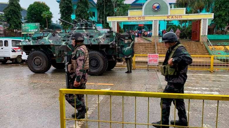 17 dead as twin bombing hits southern Philippine church