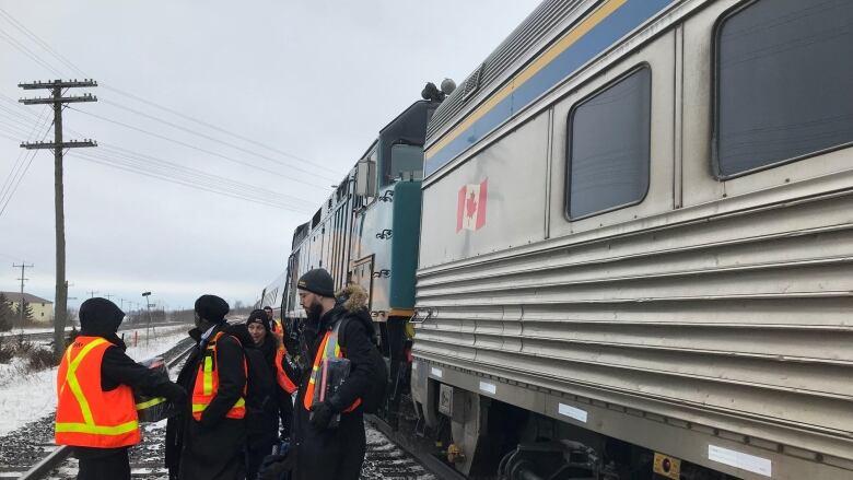 5665f66a815731 Via Rail train evacuated after striking debris near Trenton