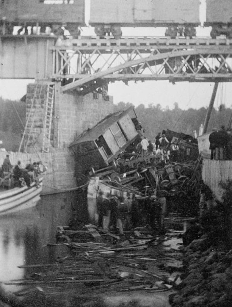 Into The Gap Of A Swing Bridge Over Richelieu River Near Saint Hilaire Que On June 29 1864 Killing 99 People Library And Archives Canada