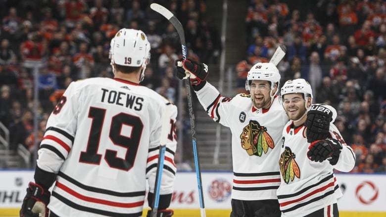 purchase cheap 6efd5 4aaab Blackhawks ride 5-goal 3rd period past slumping Oilers | CBC ...