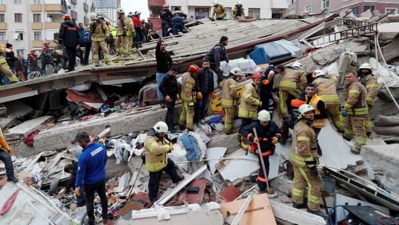 Turkey building collapse death toll rises to 10