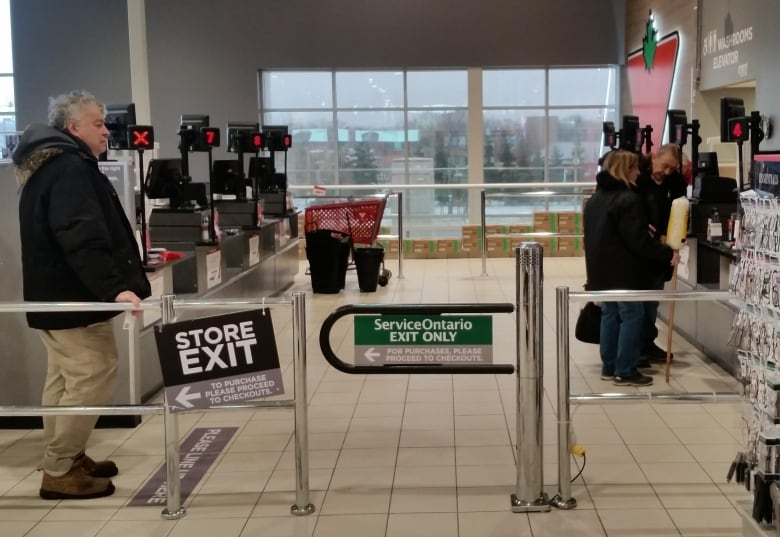 Why some stores have pulled their self-checkout machines | CBC News
