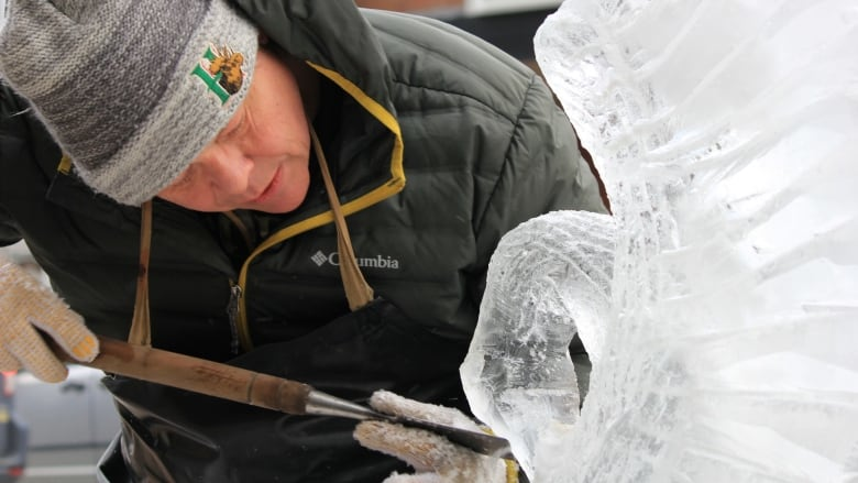 https://i.cbc.ca/1.5013038.1549741017!/fileImage/httpImage/image.JPG_gen/derivatives/16x9_780/alec-cramsie-ice-sculpture.JPG