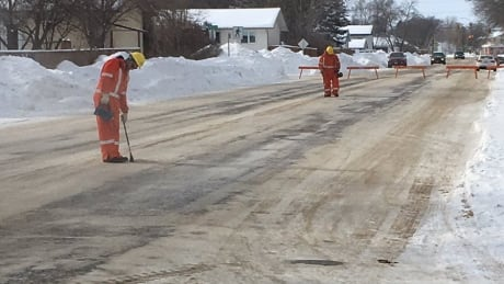 Manitoba Hydro crews on scene at 22nd Street and Brandon Avenue, checking for an underground gas lea