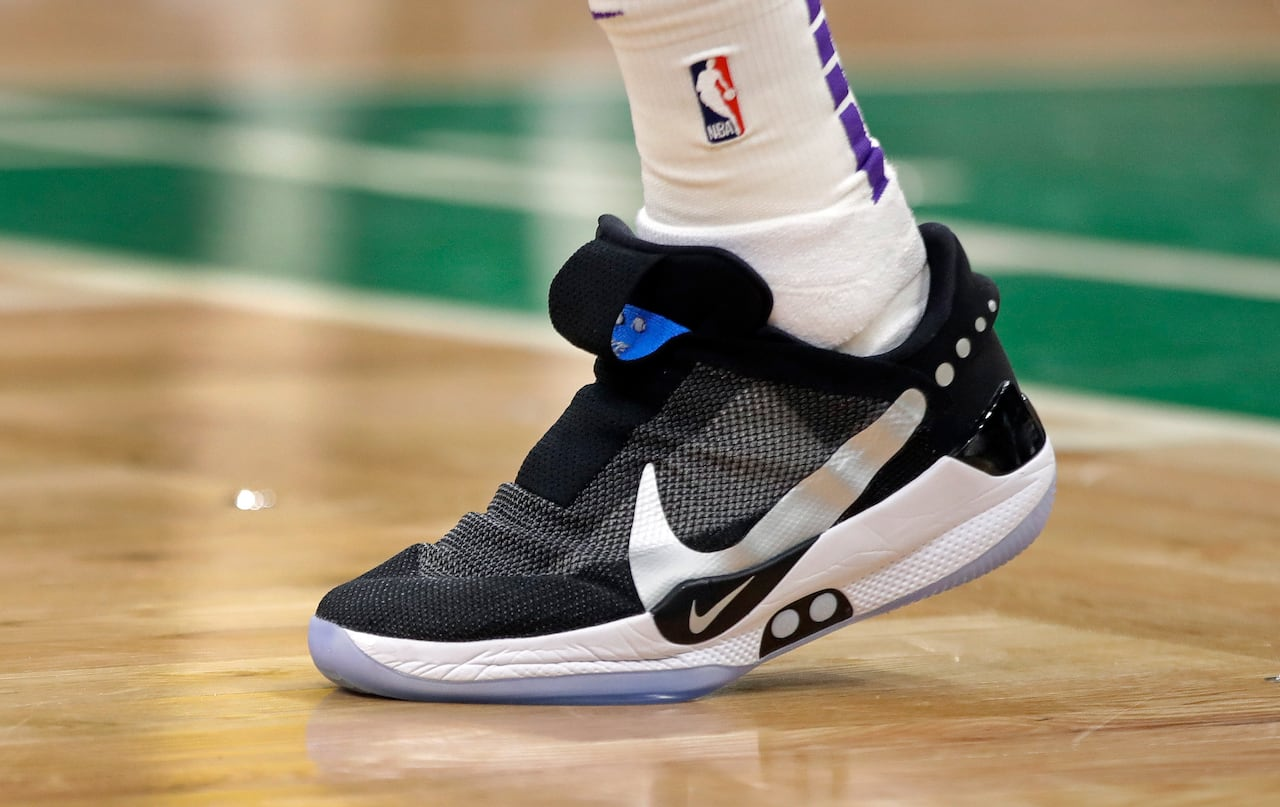 Nike shares sell off after basketball
