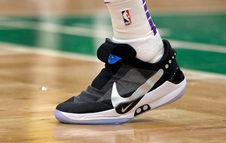 live aandelen Star's verkopen op breekt schoen uit basketbal Nike na tv 8Xdq8