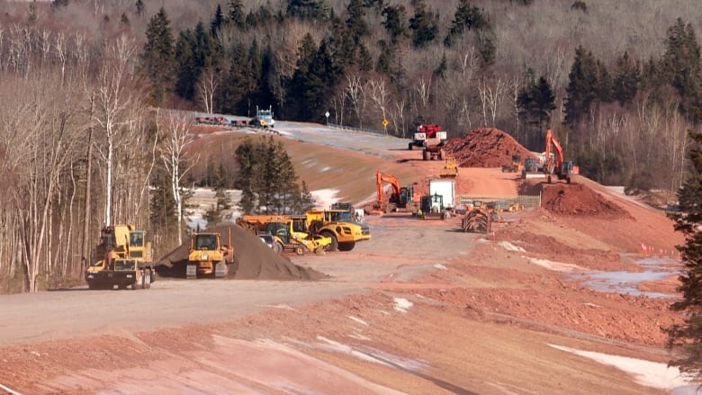 Installing bridge over Clyde River next big step in Cornwall bypass