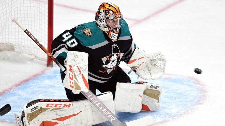 Rookie Anaheim goalie Kevin Boyle posted a shutout in the Ducks  1-0  victory over the Vancouver Canucks for his first career win on Wednesday. 6a18f3feec3