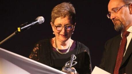 Lynn Horne received the Dr. Helen Creighton Lifetime Achievement Award in April 2018.