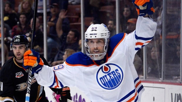 Centre swap: Oilers re-acquire Gagner from Canucks for Spooner