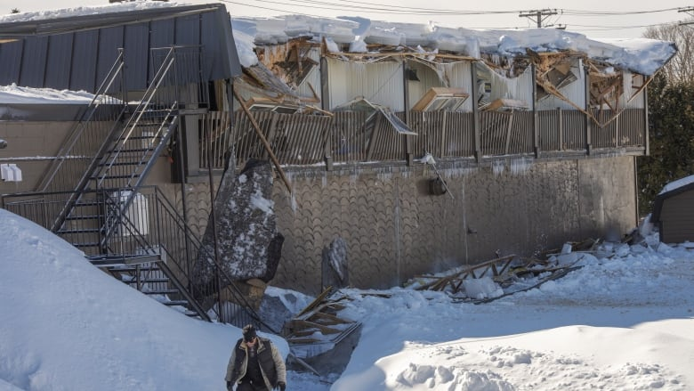 We Still Have Lot Of Snow On Ground But >> Watch For Early Warning Signs To Avoid Roof Collapse Says Montreal