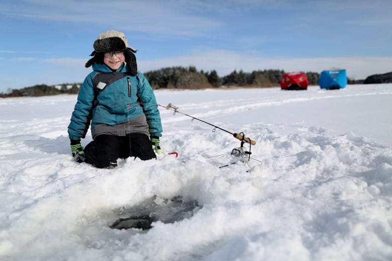 Ice fishing a 'really good tradition' to pass on to other immigrants, newcomer says