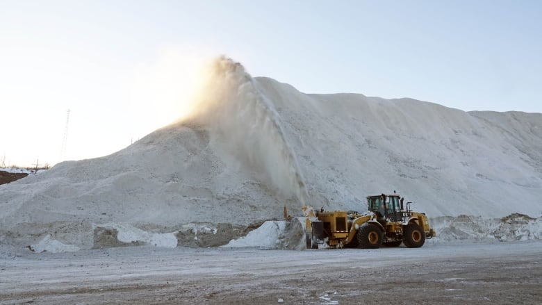Ottawa's snow mountain just keeps piling up | CBC News