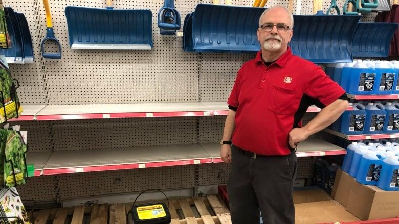 London hardware stores shaken by salt shortage | CBC News