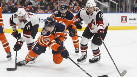 Hinostroza scores SO winner, Coyotes hand Oilers 5th straight loss