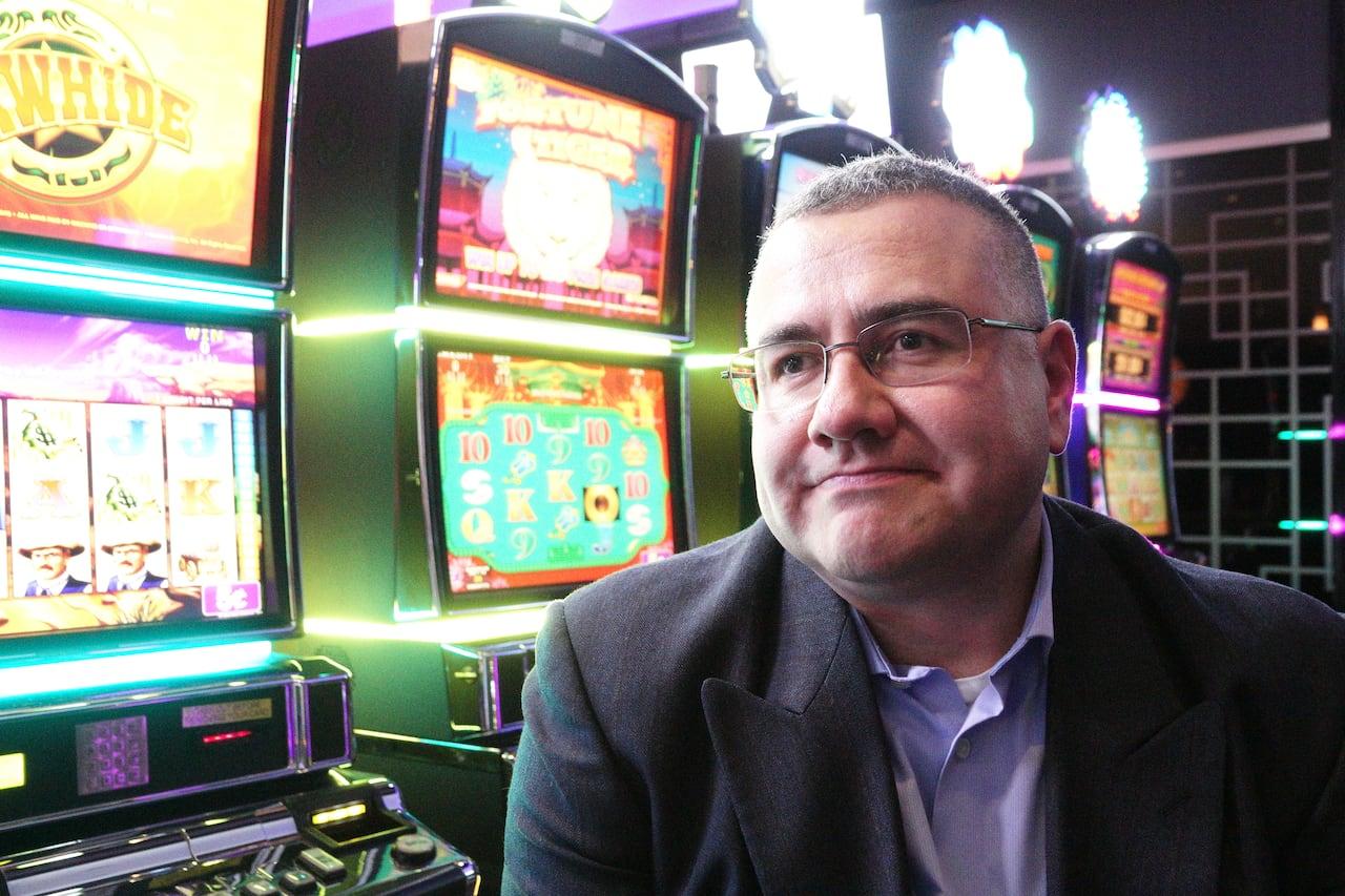 a que hora abren los casinos