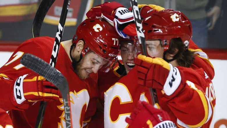 Gaudreau snaps 9-game goalless drought as Flames double up Islanders