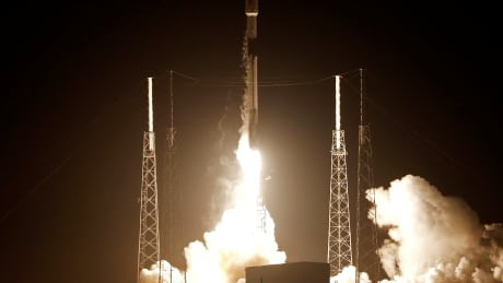 spacex rocket blasts off carrying israeli lunar lander