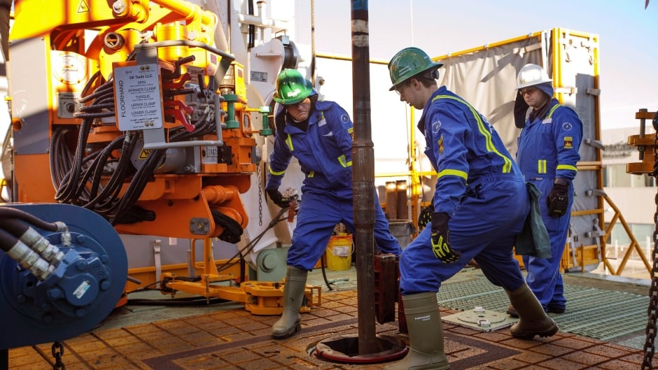 Canada to lose 12,500 oil and gas jobs in 2019, report predicts, mostly in  Alberta   CBC News