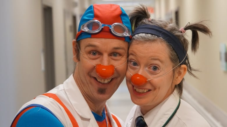 Therapy clowns spread 'joie de vivre' to young patients at ...