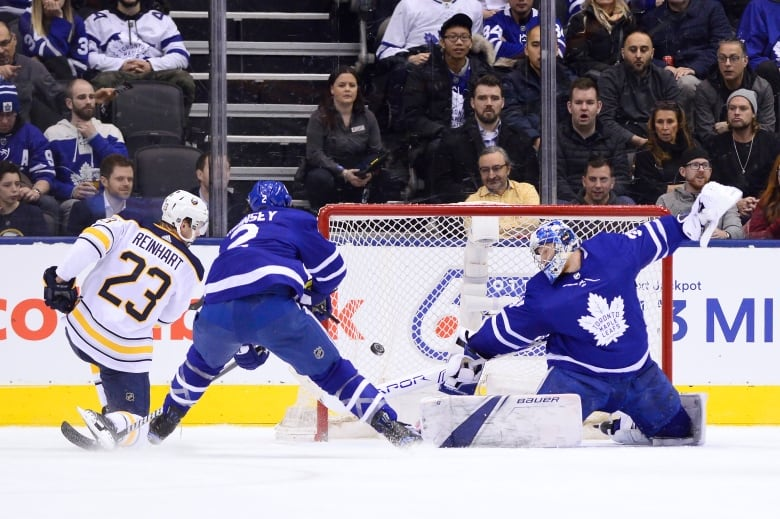 Maple Leafs' 4-goal 2nd period sinks Sabres 5-3 | AP sports