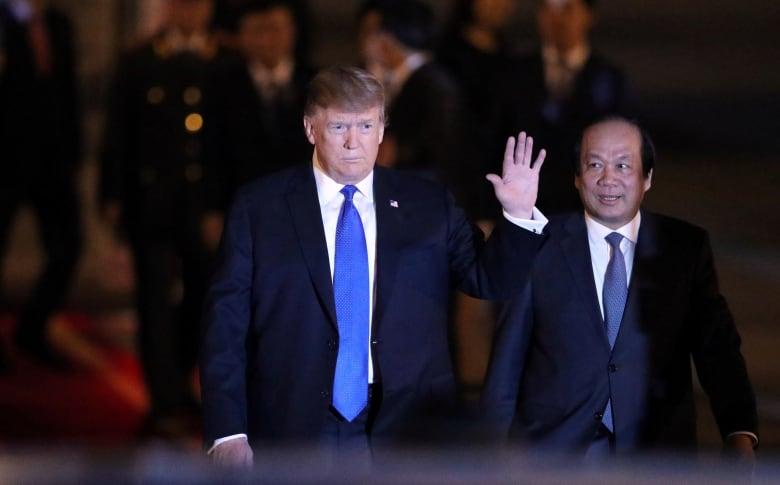 https://i.cbc.ca/1.5034165.1551205589!/fileImage/httpImage/image.jpg_gen/derivatives/original_780/trump-hanoi-summit.jpg