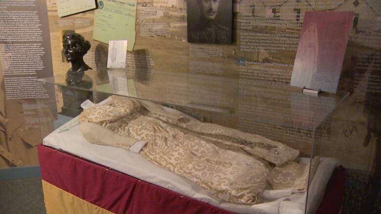 Rare display of 12-year-old royal wedding dress at Calgary ...
