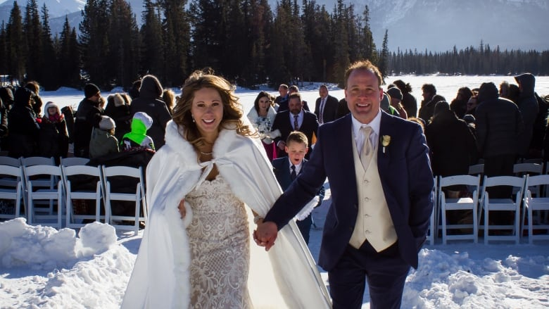 4a370e94b97 Madison Rose and Mitchell Olanski at their chilly outdoor wedding Saturday  in Jasper. (Michelle Olanski Photography)