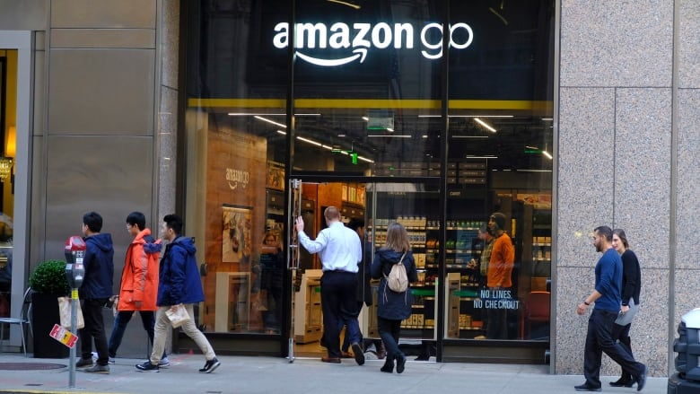 Amazon to close all its pop-up stores