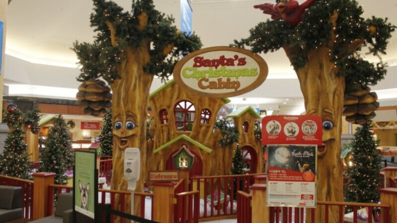 Mall takes bids for Santa display after 'overwhelming