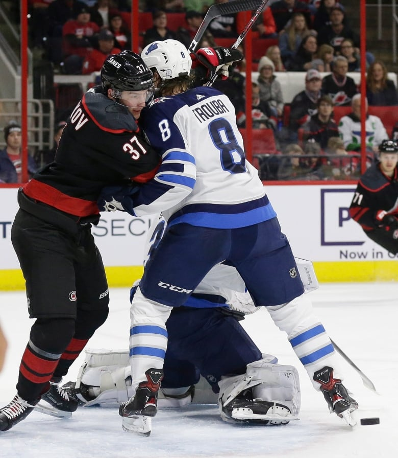 Jets rout Hurricanes to take Central Division lead