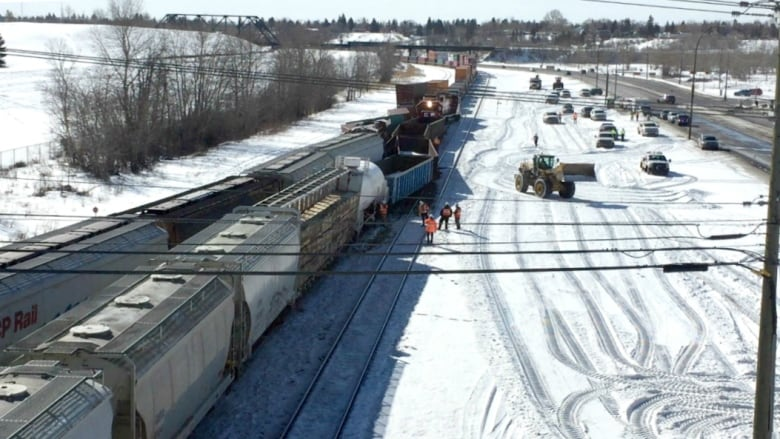 2-train derailment in southeast Calgary caused by 'human