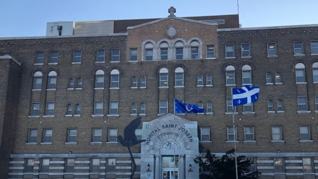 Lachine Hospital to significantly cut ER hours amid staffing shortage   CBC News