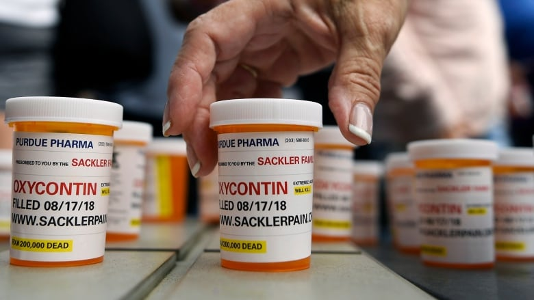 With lawsuits looming, U S  OxyContin maker considers bankruptcy