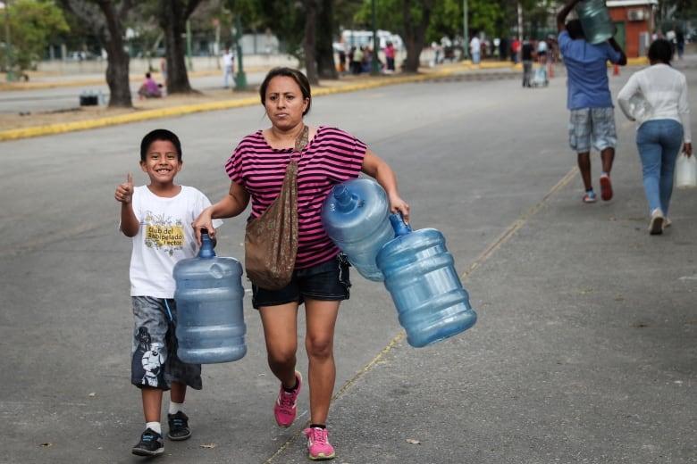 Last remaining U.S.  diplomats leave Venezuela amid worsening tensions