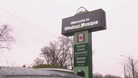 Windsor Mosque temporarily closes after COVID-19 case