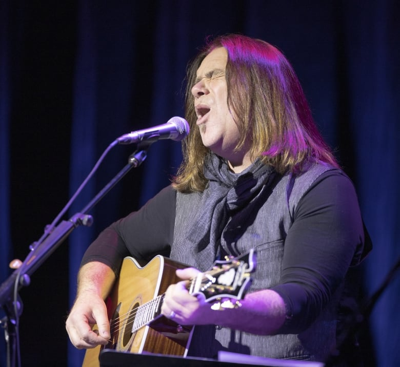 Alan Doyle helping tune up a new P.E.I. musical