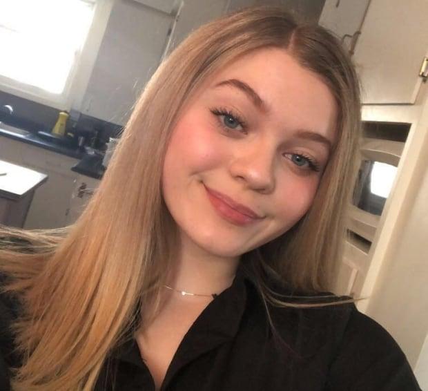 Teen Pierced Clit Masturbate