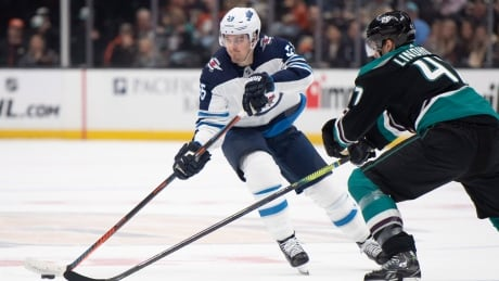 Jets blank Ducks for 4th straight victory