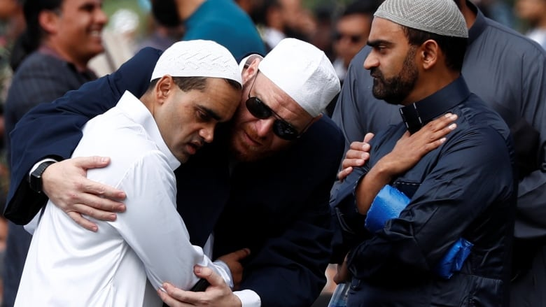 It Kills To Mourn Living >> We Are One New Zealand Pm Joins Thousands To Mourn Mosque Attack