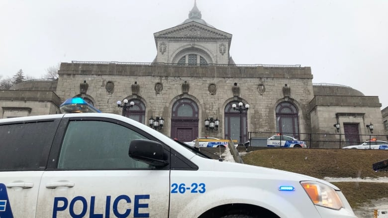 Priest transported to hospital after stabbing at Saint Joseph's Oratory