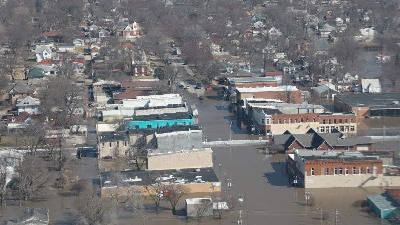 Kansas towns evacuate amid flooding on Missouri River