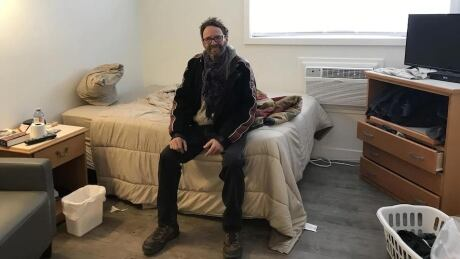 'It's not the place for me': Kelowna man adjusts to social housing from life on street